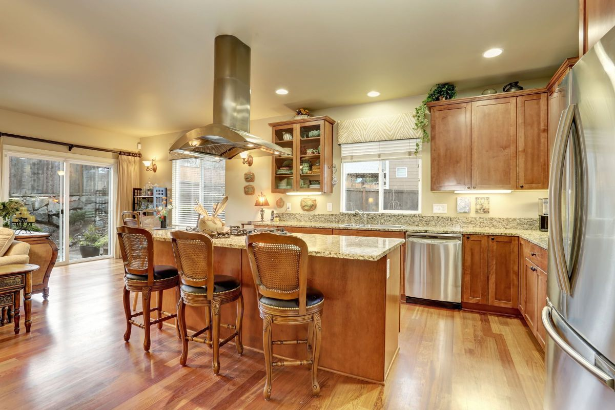 Grand Custom Master Carpenter Woodworking for a Kitchen
