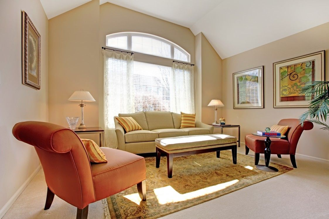 Traditional living room with warm colors - homeyou