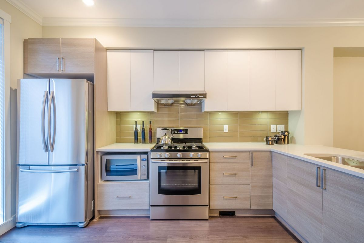 Conveniently Fit White Custom Kitchen Cabinets
