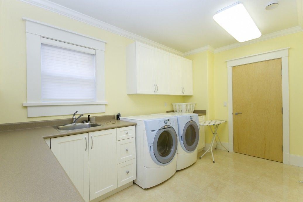 Spacious and straight-forward laundry room
