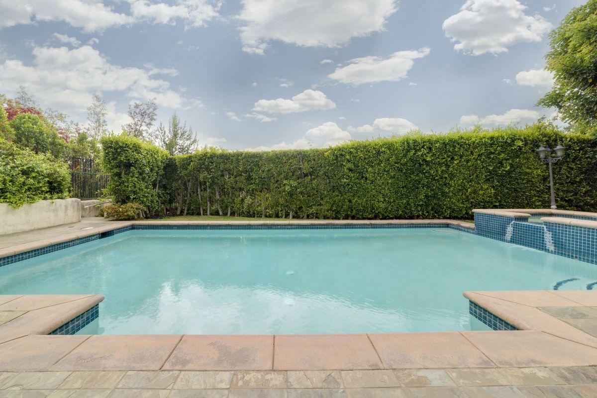 Malibu swimming pool costs homeyou for Swimming pool estimate