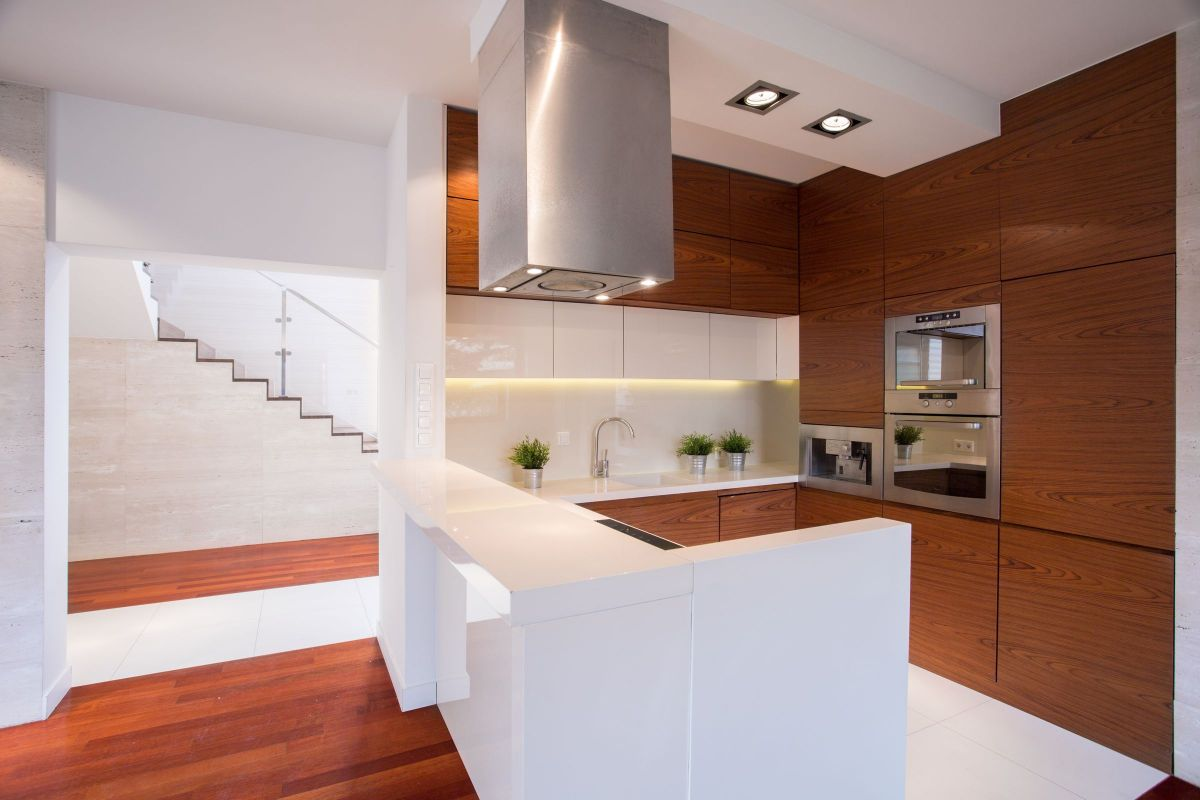 Amazingly Modern Display of Wooden Kitchen Cabinets