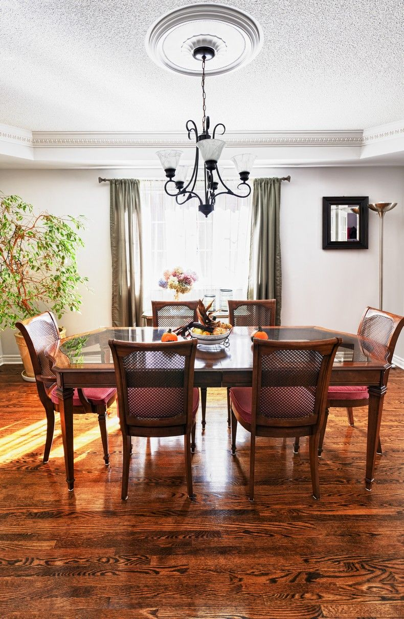 Dining room with elegant and understated style
