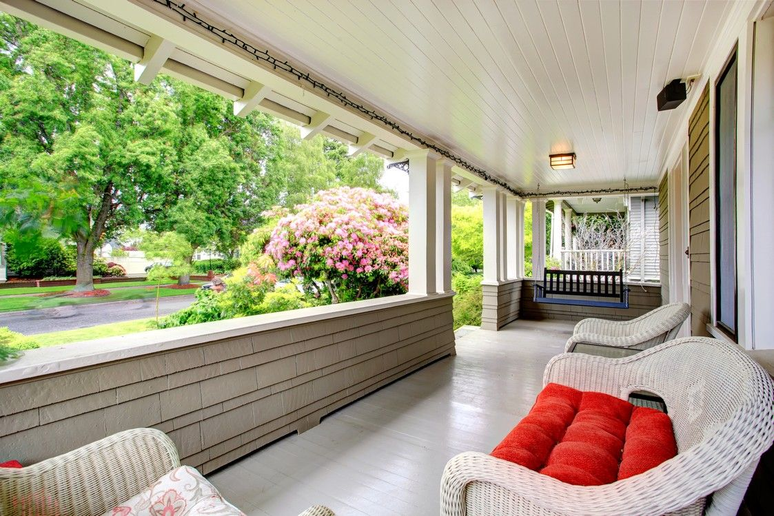 Charming Front Porch Furniture