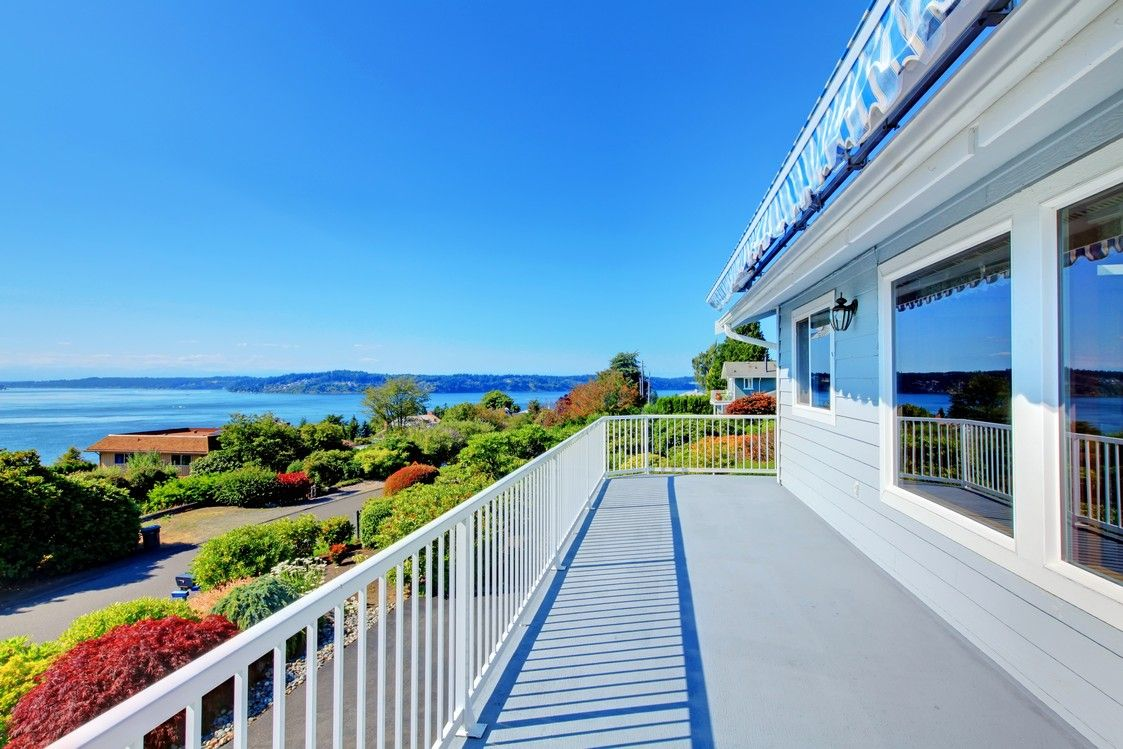 Unbelievable ocean view from this classic deck