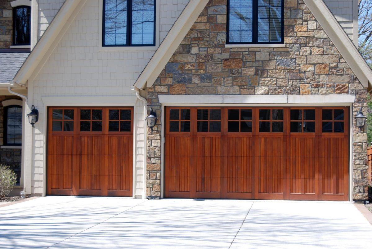 Royal blue garage door homeyou carriage house style garage doors rubansaba