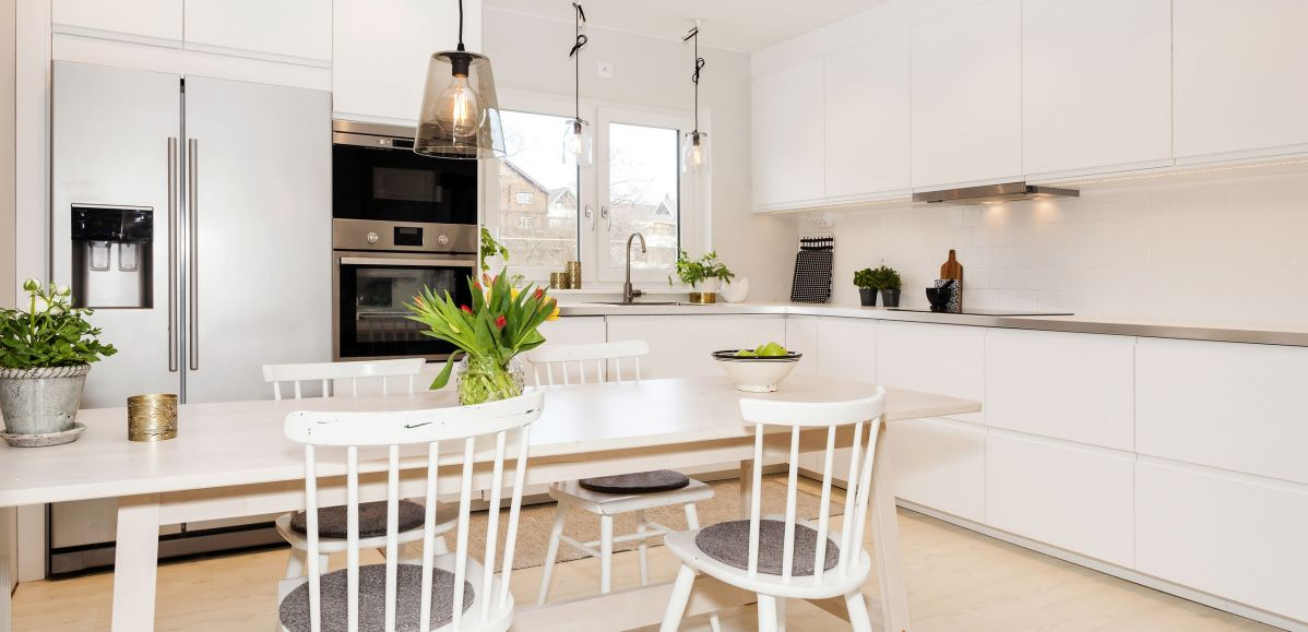 Incredibly Gleaming White Contrasting Kitchen Cabinets, Appliances, and Countertops