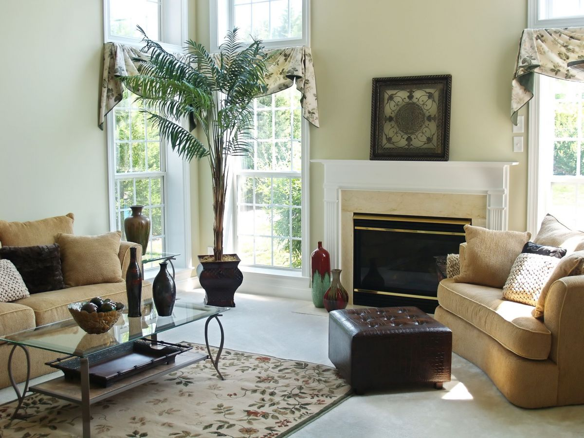 Classy Chic Approach to Sunny Living Room Furnishings