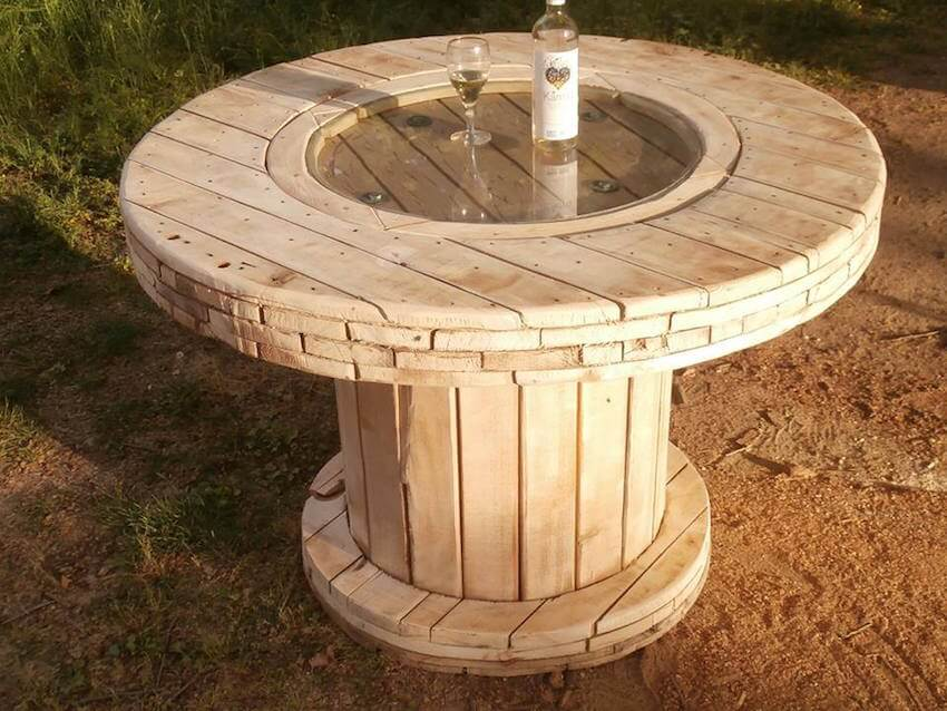 DIY wooden spool table for your home's exterior