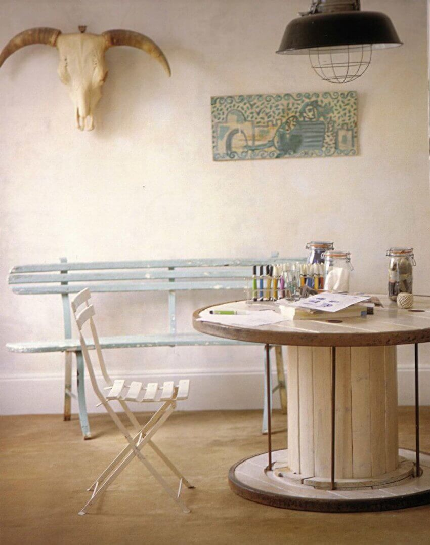 Even interior upcycling ideas for wooden spools