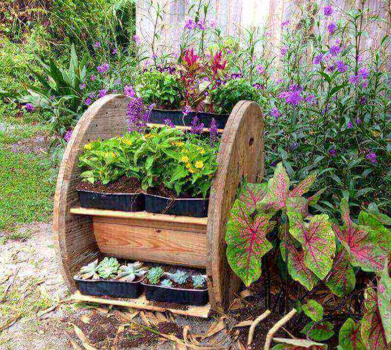 Gardening tips for DIY landscaping planters