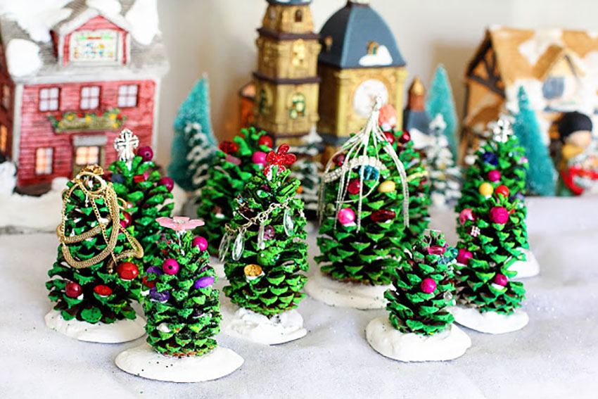 Pinecone Christmas Tree Holiday Crafts