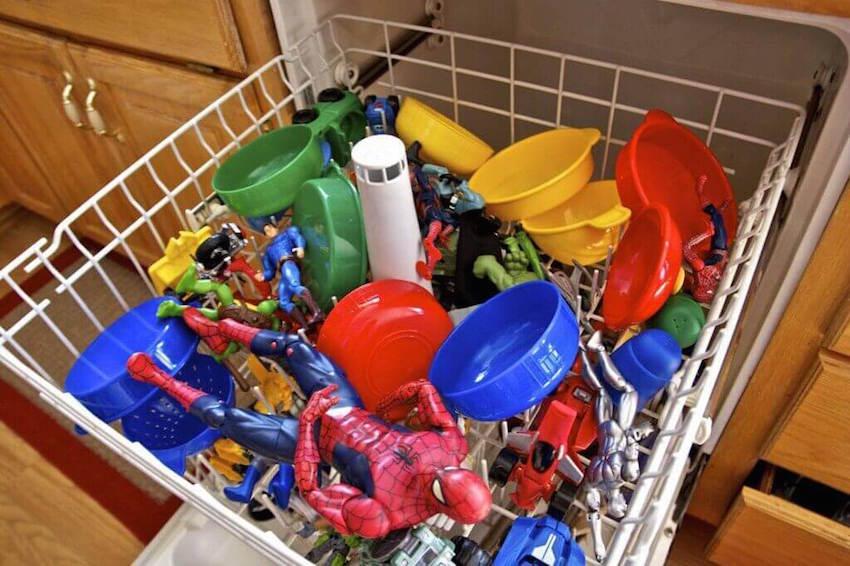 Dishwasher cleaning hacks for mom