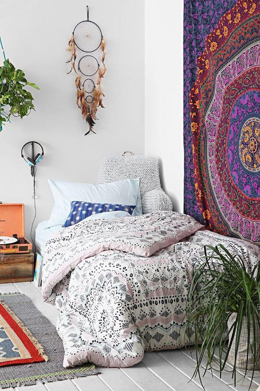 Classic mixed with bohemian decor