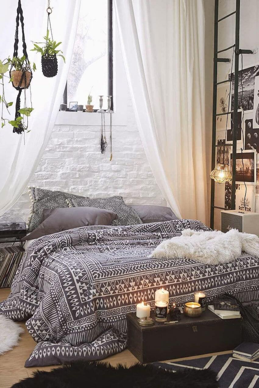 The natural bedroom tones of the boho chic