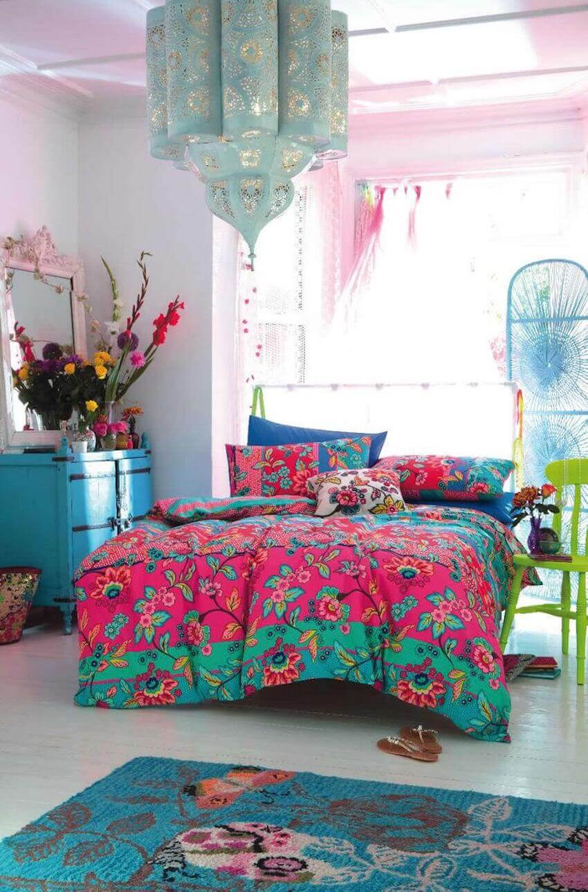 Turquoise and neon blue plus pink colors in a bedroom