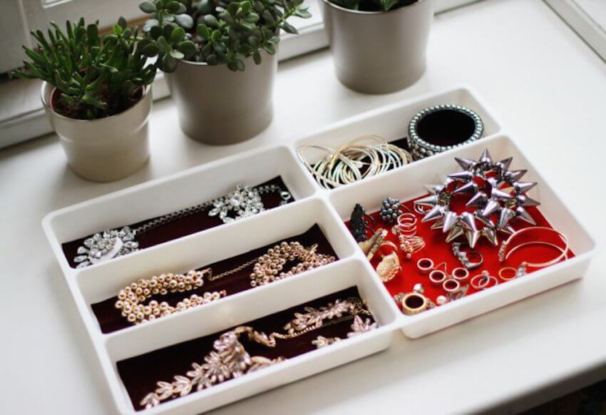 Interior desgin tip: If your kitchen is already organized, use a flatware tray to organize your jewelry instead!