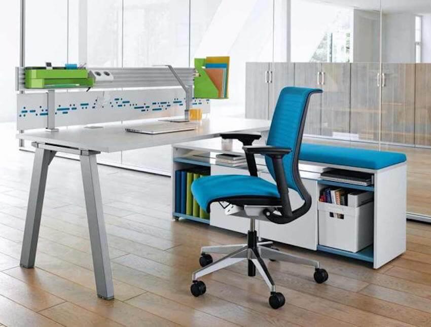Light blue highlights keep the office fresh