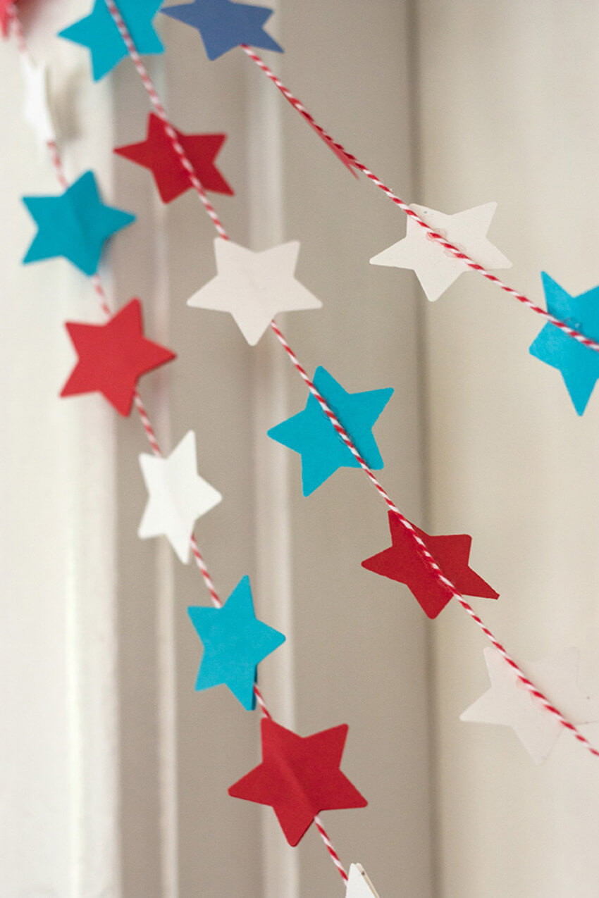 This simple garland looks great on the living room and on the backyard!