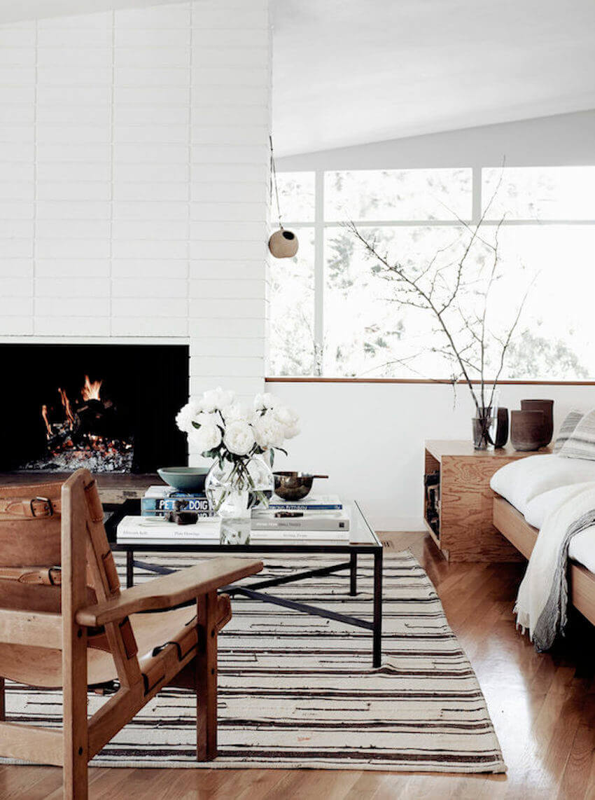 Mid-Century Meets Scandinavian white in this LA Home own by stylist Jessica De Ruiter.