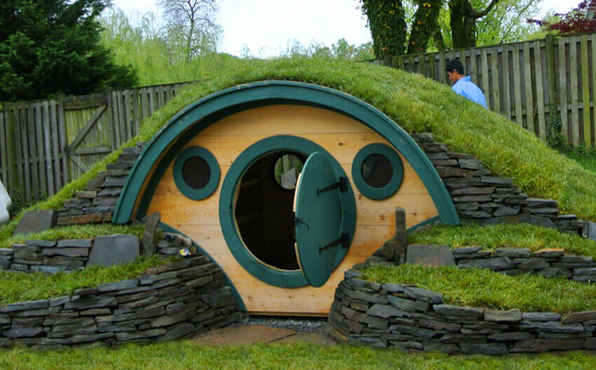 Whether you've always wanted to be a hobbit or you simply want a creative way to live underground, a hobbit hole is a great idea.