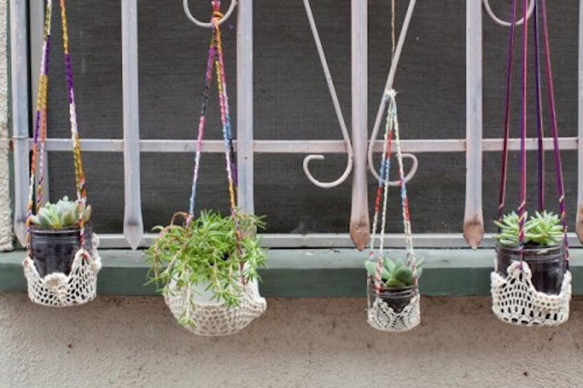 Hanging garden planters are a great way to spruce up the yard