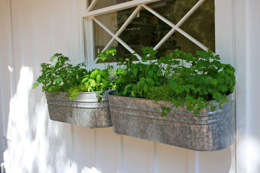 Simple outdoor garden hanger ideas