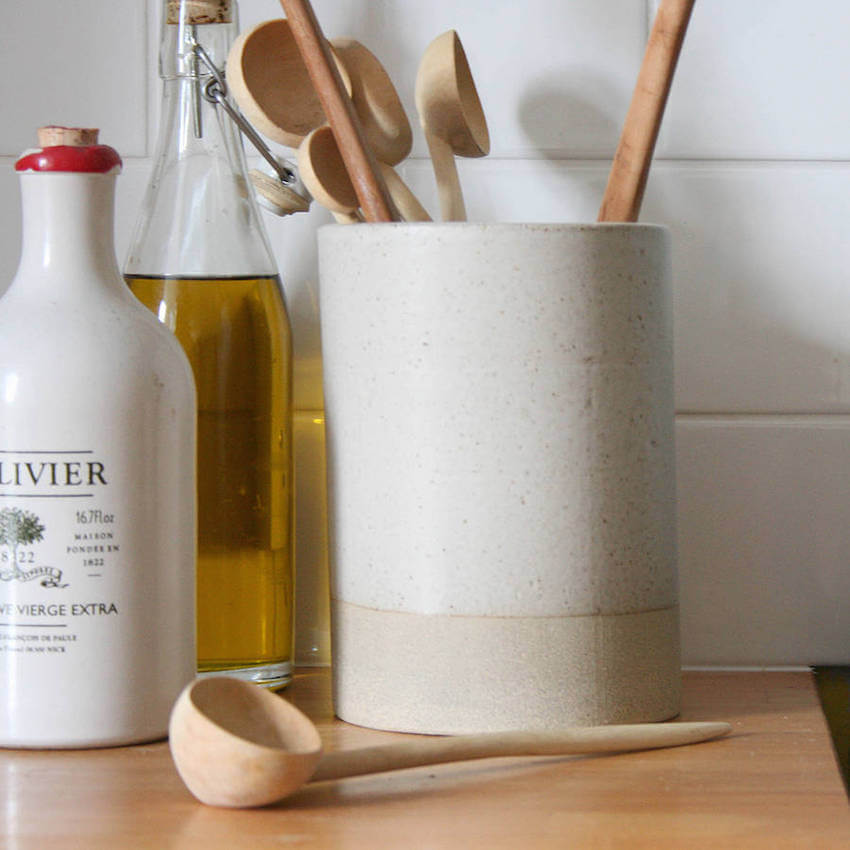 Kitchen tips: organize your utensils by using containers
