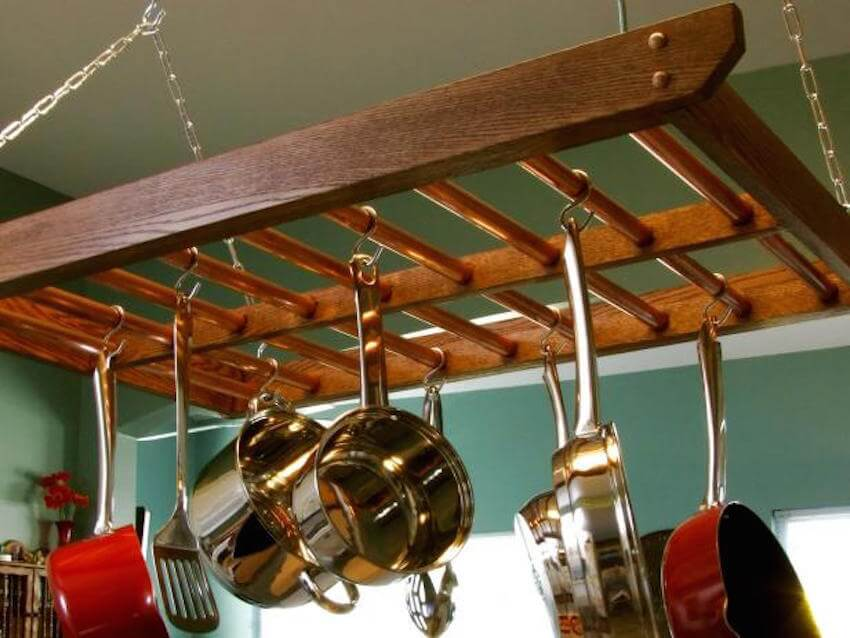 DIY kitchen hacks: use a ladder to hang pots and pans