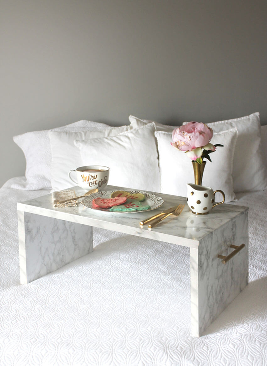 Who wouldn't love to wake up with a beautiful breakfast in bed in this gorgeous tray?