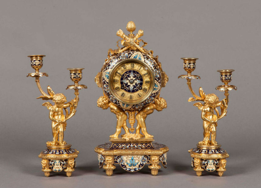 Real golden figurines can make for valuable decor