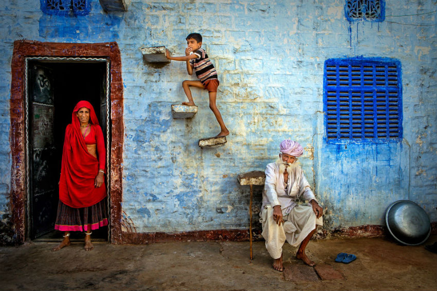 An ordinary day of a family in India is full of meaning. Image Source: SIPA Contest