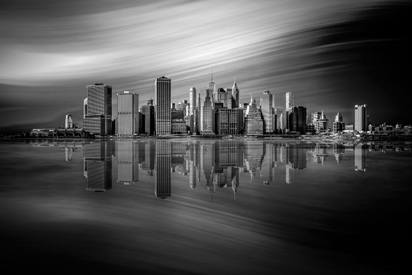 Manhattan becomes even more beautiful in this singular shot. Image Source: SIPA Contest