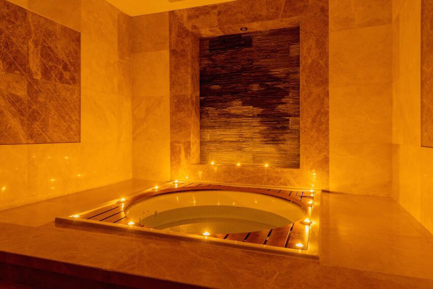 Elegant, regal hot tub fir for royalty