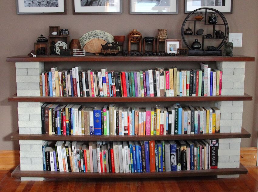 DIY bookshelf that's easy to make and affordable