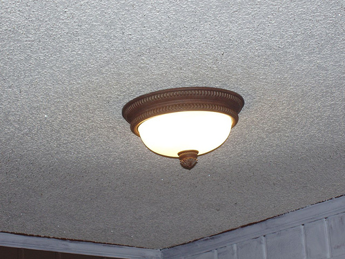 Before you begin removing your popcorn ceiling, make sure to clean out the room completely.