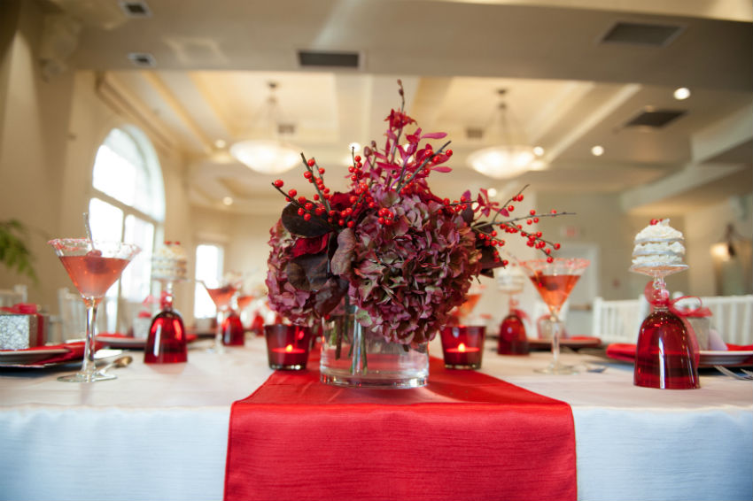 Red is the most traditional Christmas color. Image Source: Loversiq Design