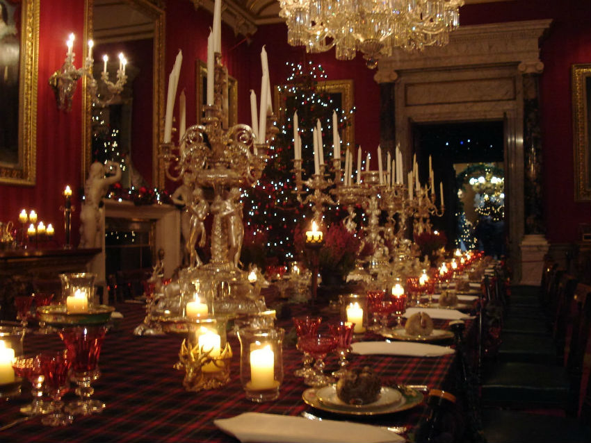 Get inspired to create your own Victorian style table decor. Image Source: Long Fabu