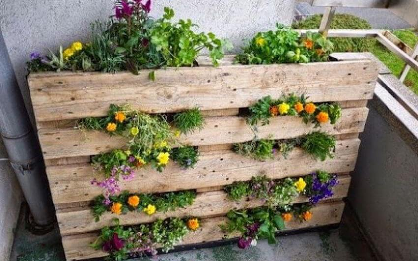 DIY pallet stand up garden for your patio