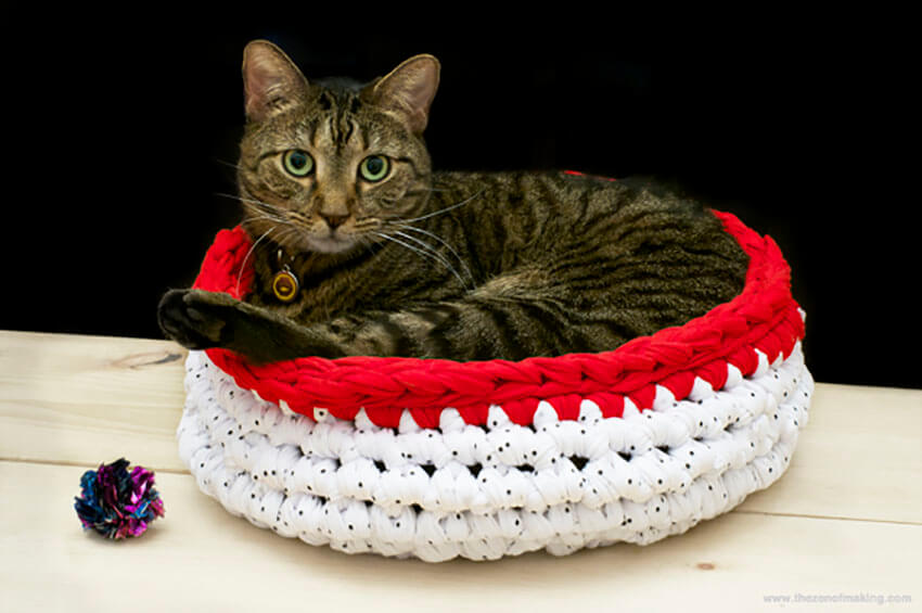 Your pets will love this crocheted bed!