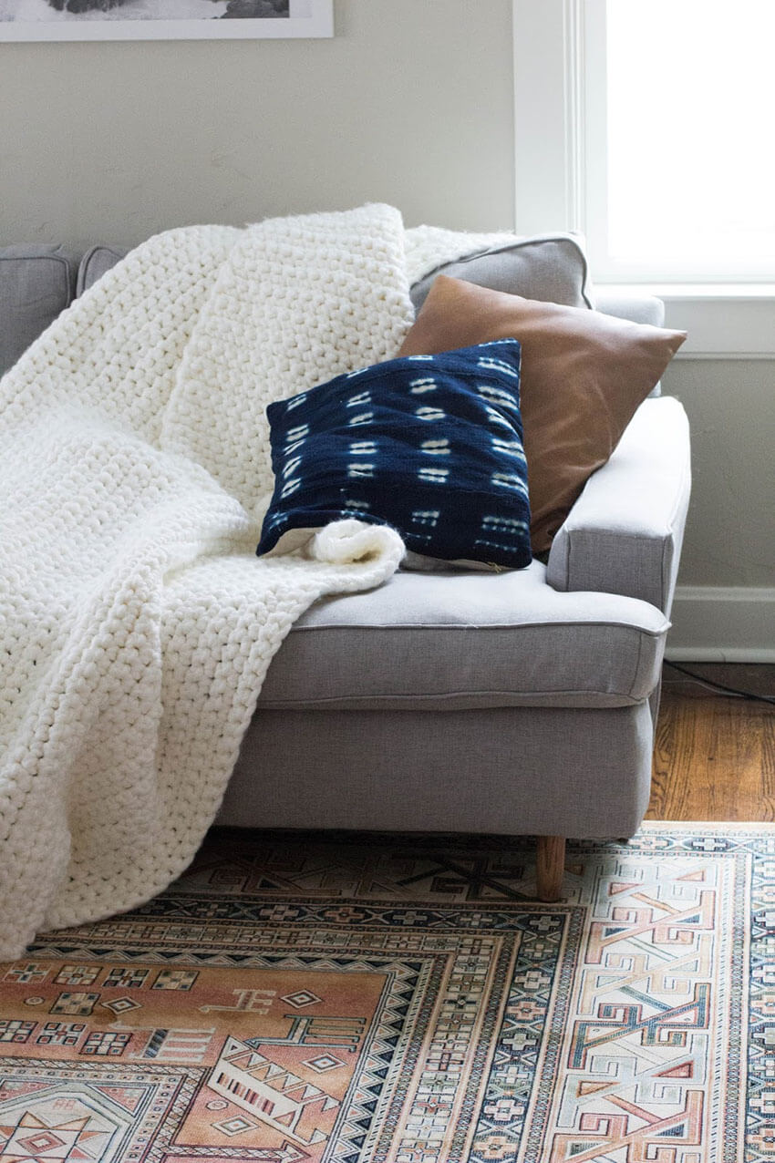This chunky blanket is all you need in this chilly season!