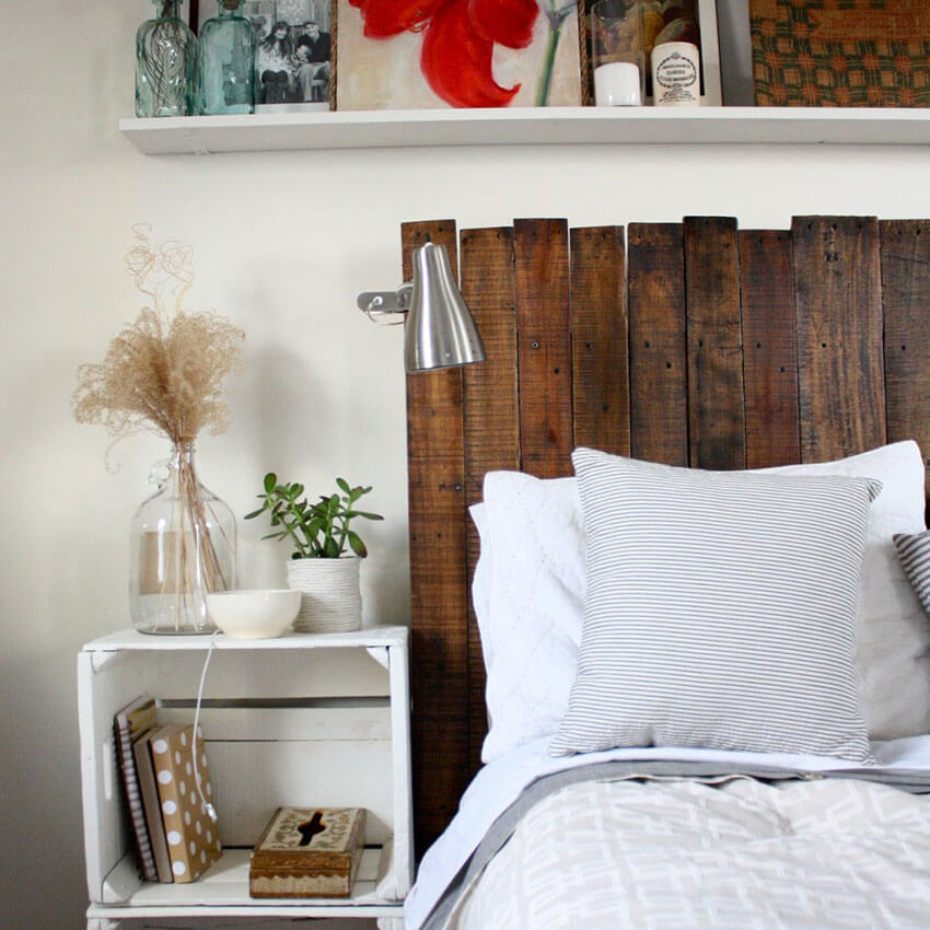 Make yourself a gorgeous headboard out of some old pallets!