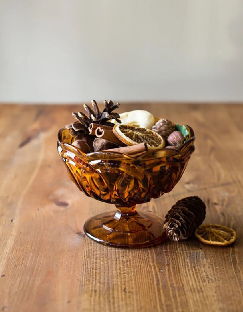 Potpourri also works great as a gift: just put the ingredients on a mason jar and finish with a ribbon!