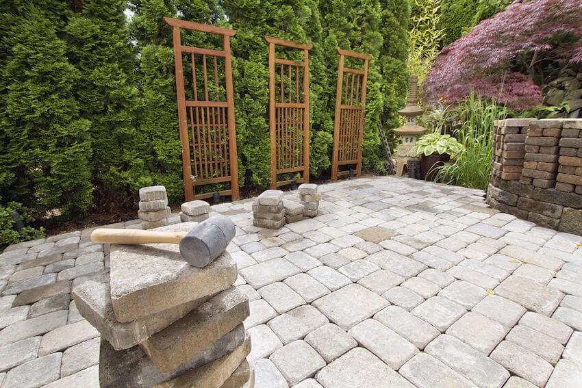 Structurally sound natural stone fencing
