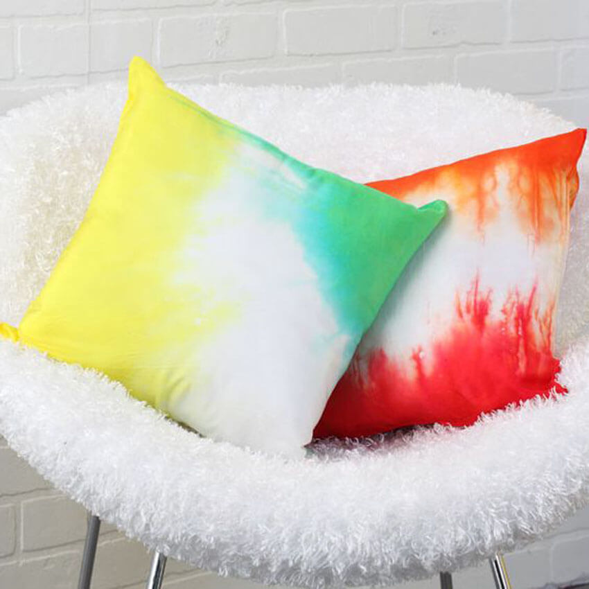 Tie dye pillowcases are the perfect spring DIY project!