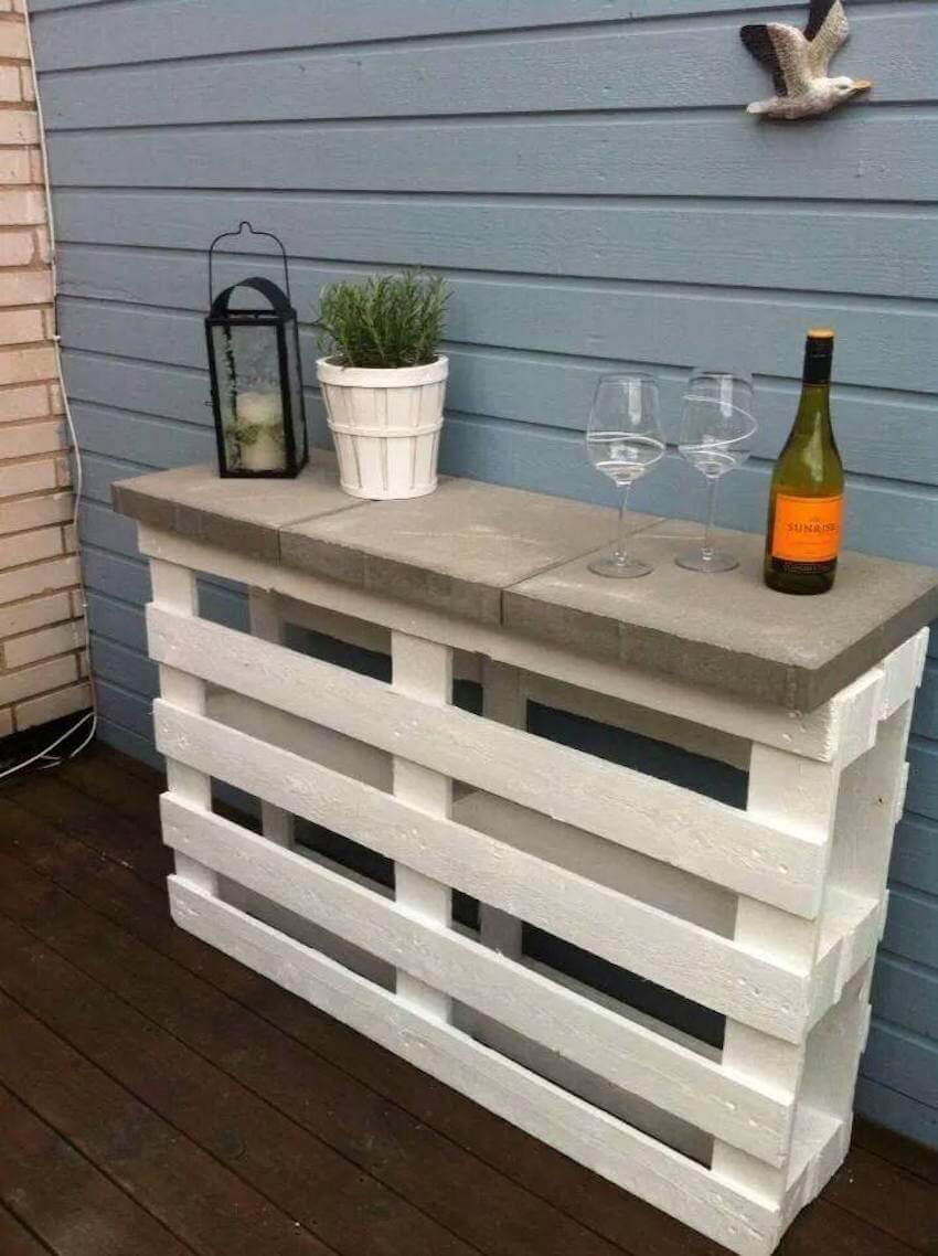 DIY pallet wine bar for garden, patio, or deck