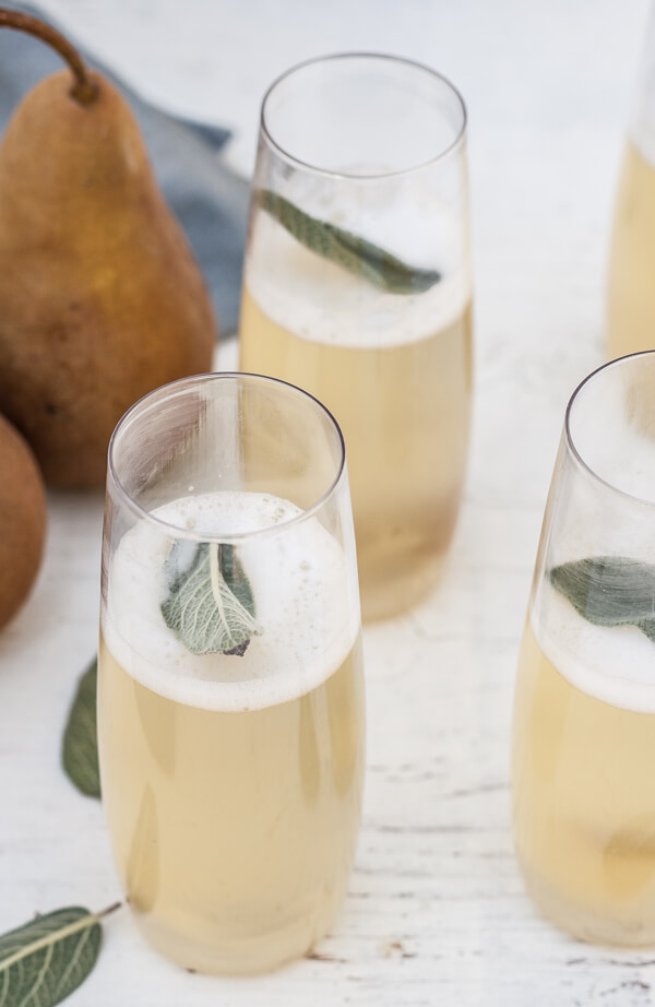This ginger pear cocktail is a great choice for Thanksgiving!