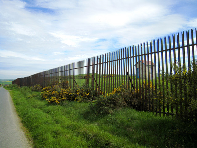 Steel fences are incredibly strong and damage-resistant while still looking stylish and elegant.