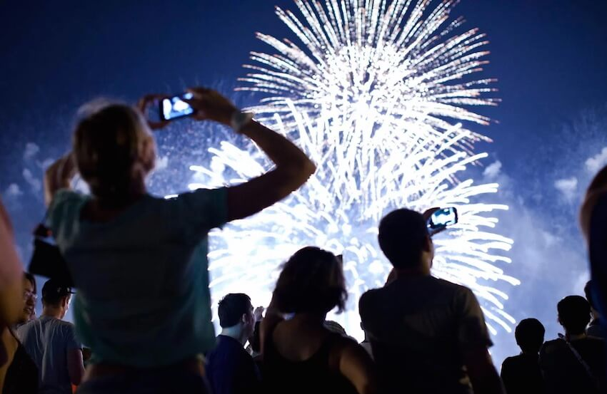 Take great photos of fireworks, whether you use a smartphone or a digital camera