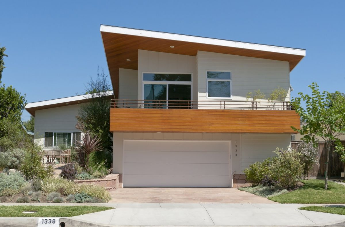 Elegant minimalist garage doors are perfect for modern or contemporary homes.
